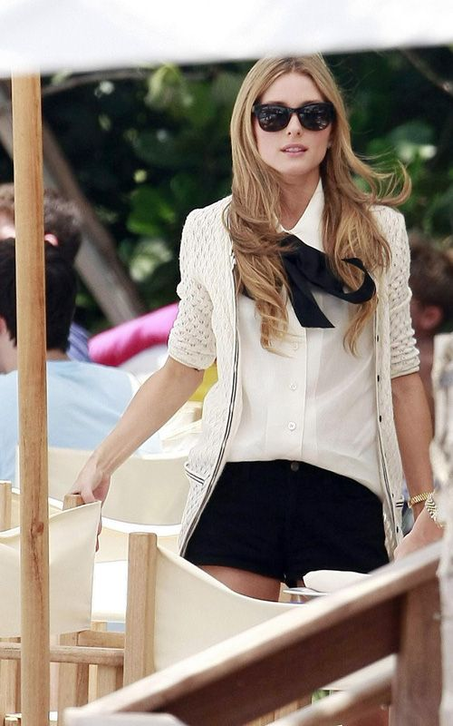 """32616, MIAMI BEACH, FLORIDA - Saturday 18th July 2009. Olivia Palermo (in sunglasses) and Whitney Port film a scene for """"The City"""" at the W Hotel in Miami Beach. Photograph: James Breeden/Nate Jones/PacificCoastNews.com***FEE MUST BE AGREED PRIOR TO USAGE*** UK OFFICE: +44131557 7760/7761/7762 US OFFICE: + 1 310 261 9676"""