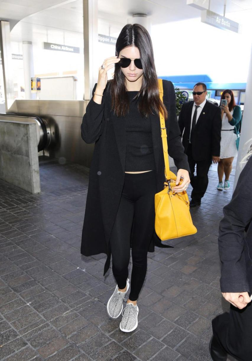 kendall-jenner-indossa-le-yeezy-boost-350