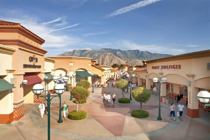 Desert Hills Premium Outlet 3