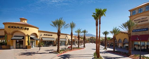 Desert Hills Premium Outlet 4