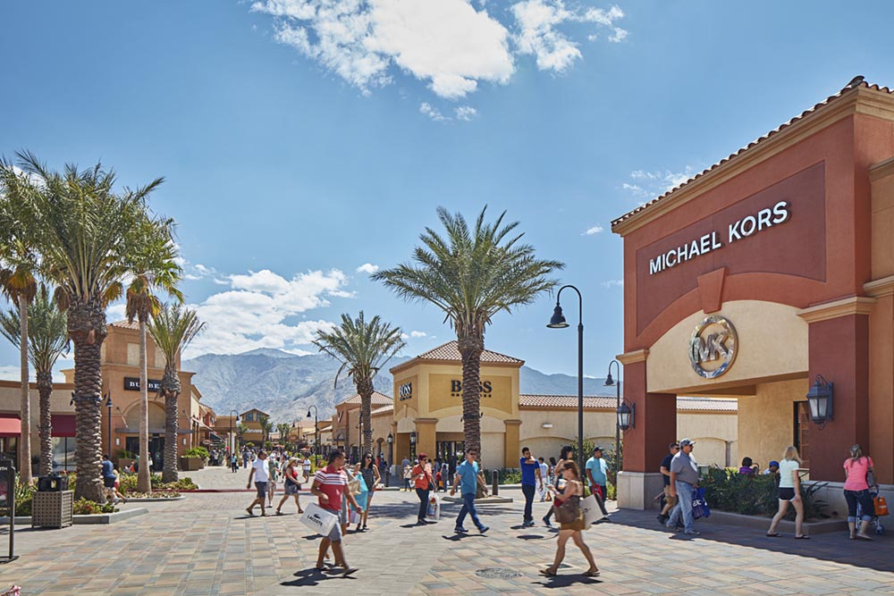 Desert Hills Premium Outlet 6