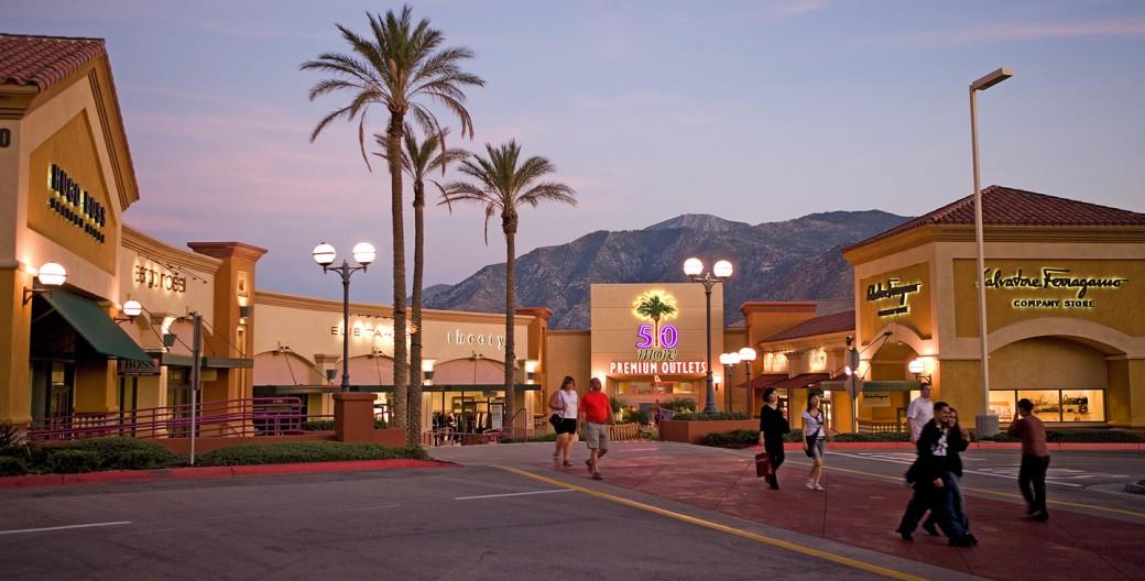 Desert Hills Premium Outlet